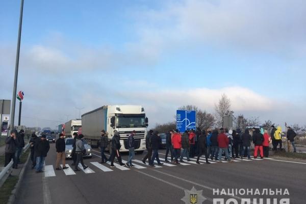 Учасників конфлікту на автодорозі «Київ-Чоп» поблизу Рівного доправили до поліції