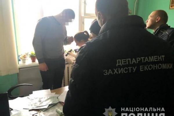 На Рівненщині поліція викрила посадовця виконавчої служби на хабарі у 13 тисяч гривень