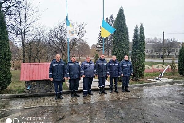 Особовий склад Рівненського гарнізону ДСНС вшанували жертв Голодомору 1932-1933 років (Фото)