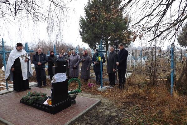 На Рівненщині освятили пам'ятник на могилі упівця (Фото)