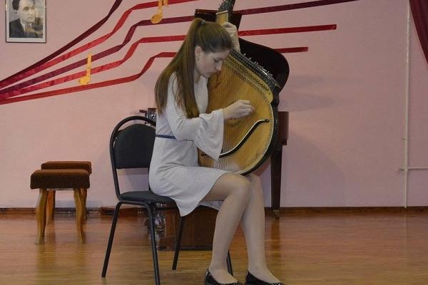 Бандуристка з Острожчини тріумфувала на міжобласному конкурсі (Фото)