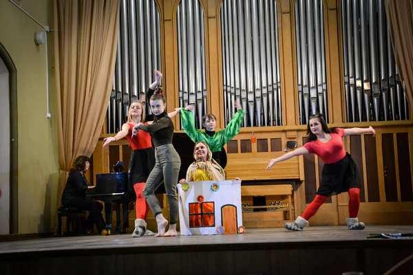 Сподівання на мир висловили танцем студенти-хореографи РДГУ