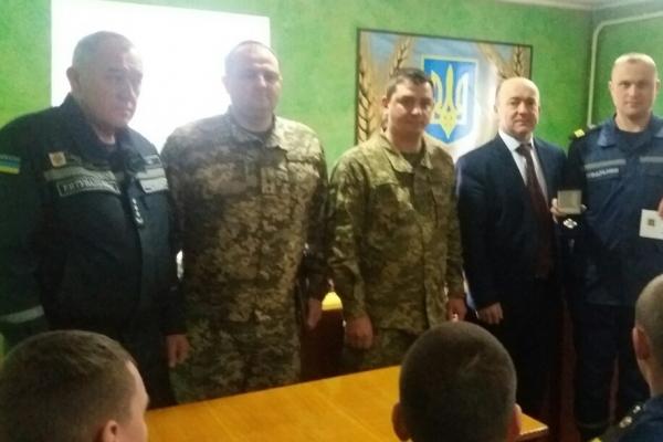 Костопільського рятувальника, учасника бойових дій на сході України, нагородили почесною відзнакою (Фото)