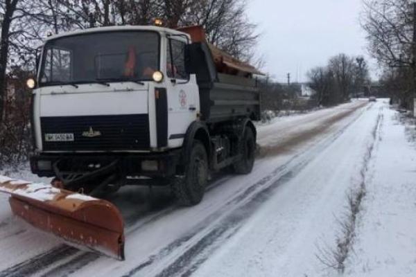 На дорогах Рівненщини через негоду може ускладнюватися рух