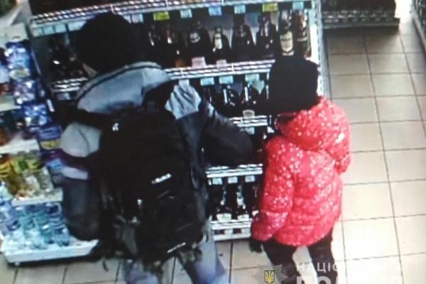 Правоохоронці розшукують рівнянина, причетного до крадіжки (Фото)