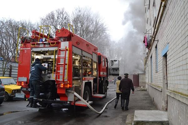 У Рівному під час пожежі евакуювали жителів будинку (фото, відео)