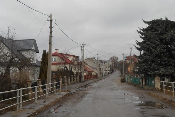 У місті на Рівненщині завершують реконструкцію електромереж (Фото)