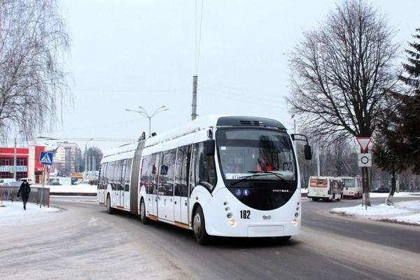 У Рівному тролейбус № 11