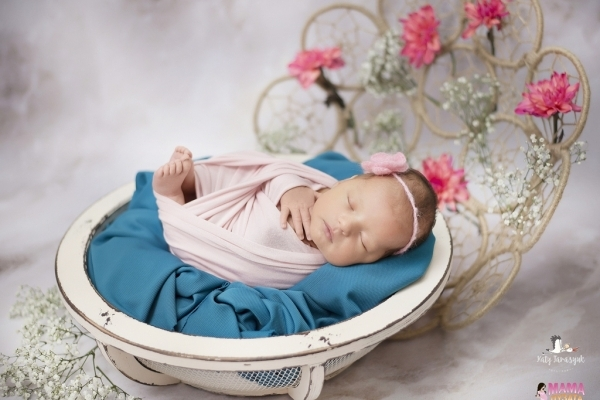 Рівнянам презентували фотовиставку немовлят (Фото, відео)