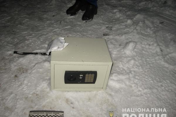 Рівнянин намагався втекти із викраденим сейфом (Фото)