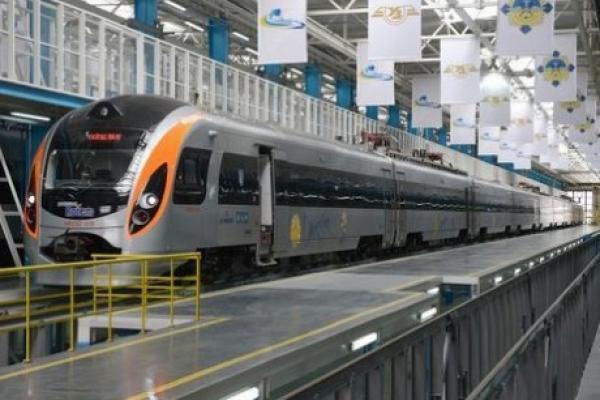 Укрзалізниця відкрила продаж квитків на п'ять додаткових поїздів