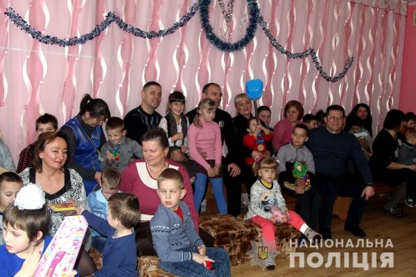 Поліцейські Рівненщини подарували свято «особливим» дітям (Фото)