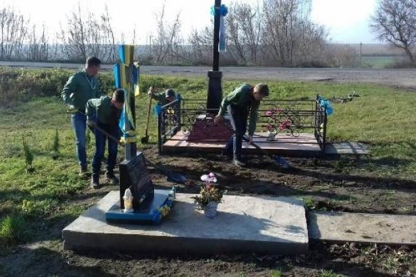 На Млинівщині на місці загибелі українських патріотів посадили туї