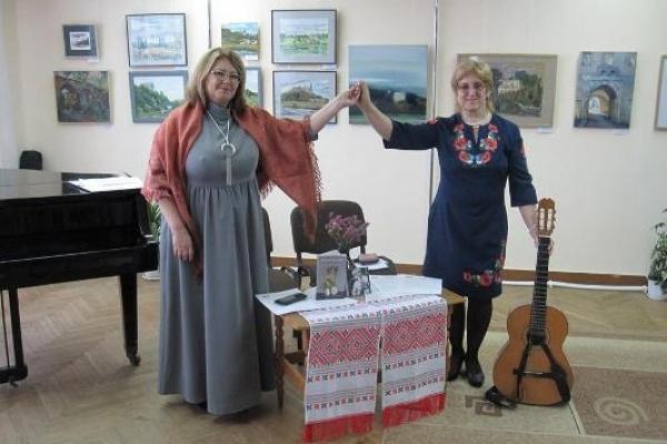 Творчі особистості дарували тепло своїх сердець відвідувачам обласної бібліотеки