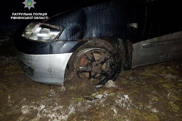 Водій Мазди напідпитку здійснив ДТП і возив у салоні автівки зброю (Фото)