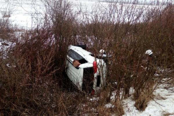 Острог. Як рятувальники витягували з кювета легковий автомобіль (ФОТО, ВІДЕО)