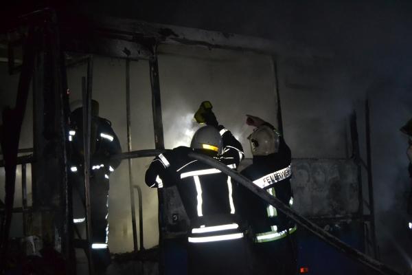 У Рівному вщент згоріла автівка (фото, відео)