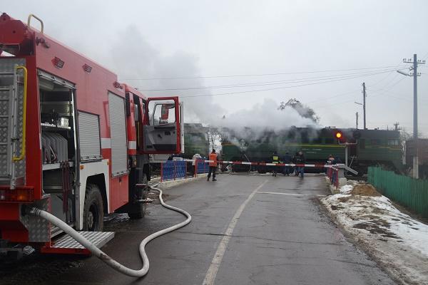 Рівненські рятувальники гасили тепловоз (Фото)
