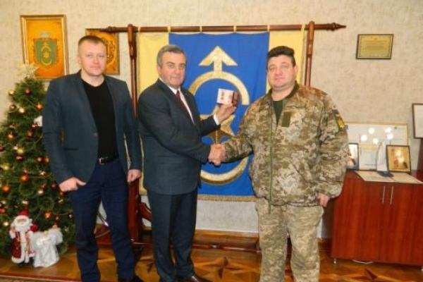 Міського голову Дубна нагородили військові