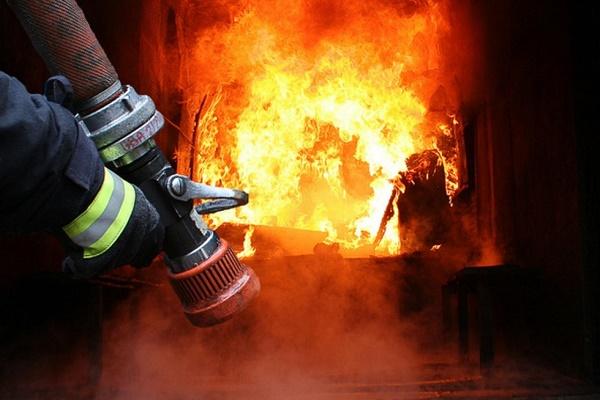 Під час ліквідації пожежі у приватному будинку виявили тіло власника оселі