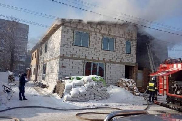 У Рівному вогнеборці врятували від знищення вогнем багатоквартирний житловий будинок