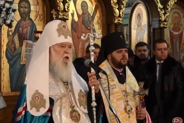 Як у Рівному Президент показав Томос, підписаний усіма членами святого Синоду Вселенського патріархату (Відео)