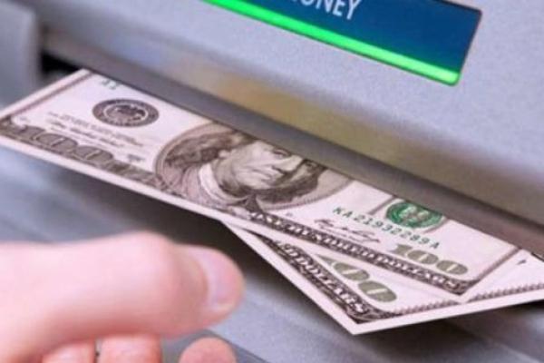 В Україні дозволили обмін валют через банкомати і термінали
