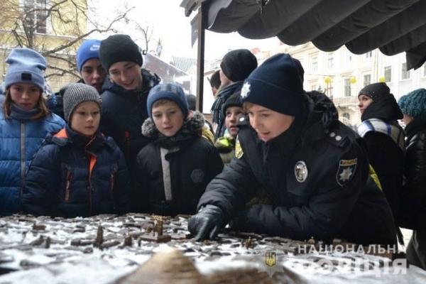 Поліцейські двох областей здійснили маленьку мрію дітей із Рівненщини (Фото, відео)