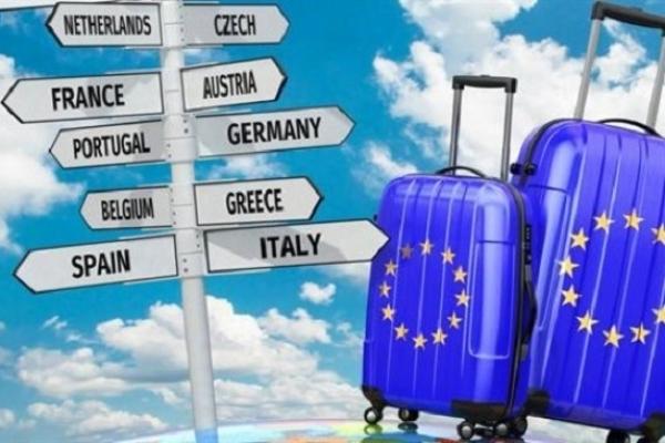 Українці можуть безвізово подорожувати у 131 країну