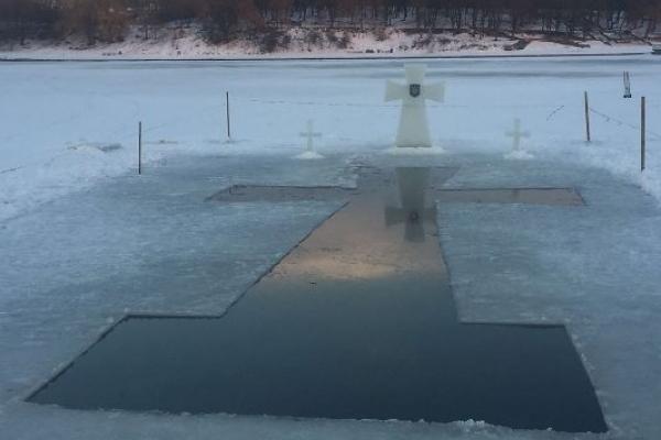 У Рівному на Басівкутському озері вже приготували ополонку для купання на Водохрище