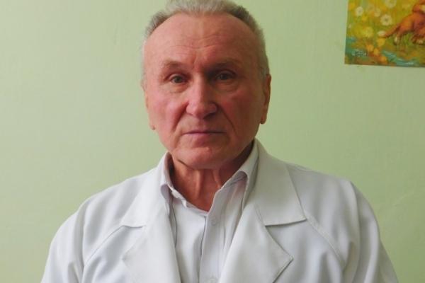 Як млинівчанин Микола Чміль дисидента з Москви – поета Сєнчина «лікував»