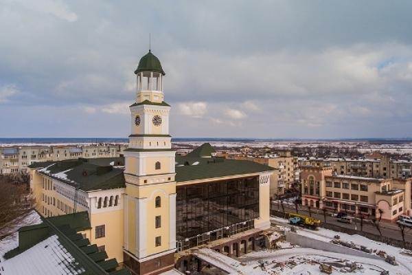 На вежі нового корпусу Острозької академії встановили годинники