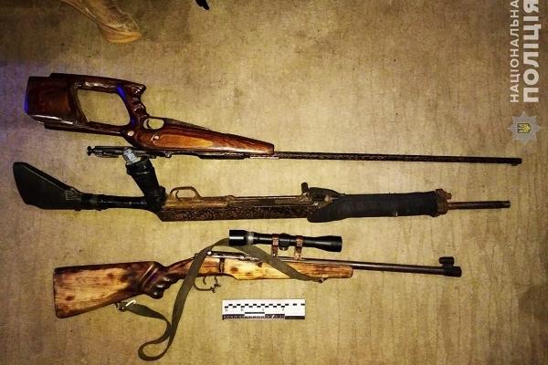 У Рівному поліцейські вилучили у чоловіка три незареєстровані рушниці