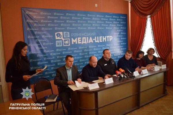 Патрульні долучились до спільної прес-конференції з рятувальниками, медиками, соціальними працівниками та синоптиками щодо основних чинників небезпеки пов'язаних із зимовим періодом