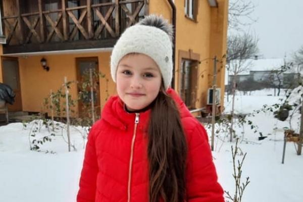 Донька полісмена з Рівненщини повернула власнику загублений телефон
