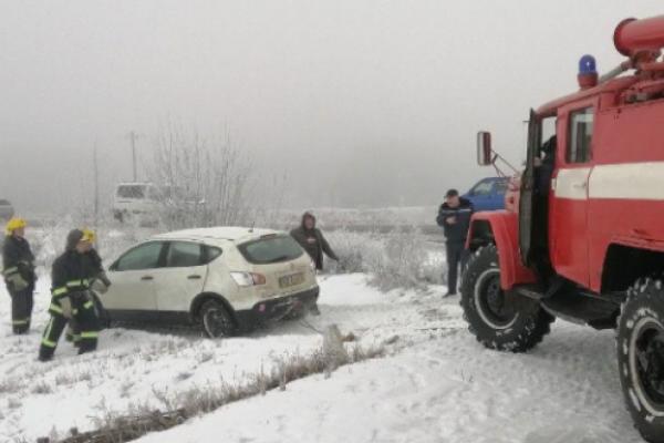 У кювет із п'ятьма пасажирами з'їхало авто на Костопільщині (ФОТО, ВІДЕО)