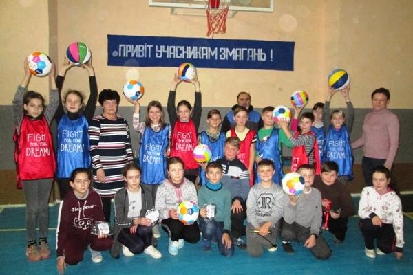 «Посилку успіху»  від Фонду Кличко отримали корецькі школярі