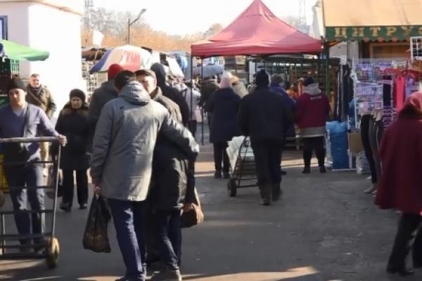 На ринку «Дикого» у Рівному шукали нелегальних працівників (Відео)