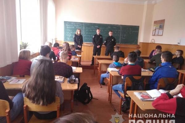 На Костопільщині поліцейські запрошували старшокласників поповнити ряди правоохоронців