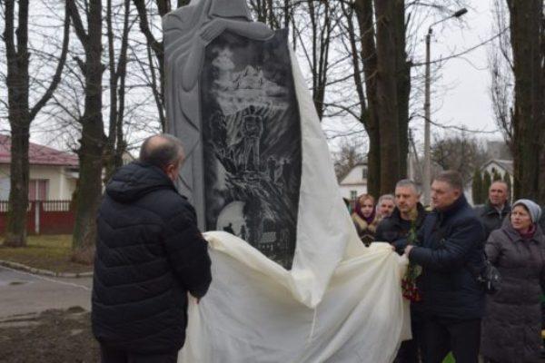 У Здолбунові відкрили пам'ятник загиблим у локальних війнах