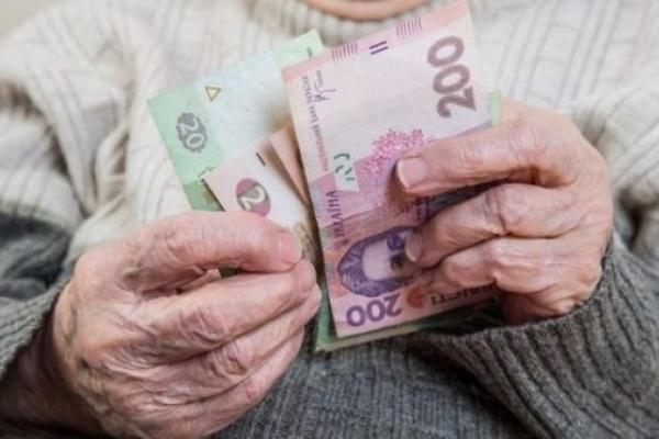 Житель Демидівщини «шукав» у сусідки алкоголь, а знайшов – гроші