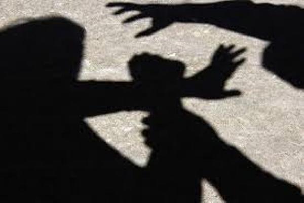 У Рівненському районі затримали двох  молодиків за розбійний напад на односельця