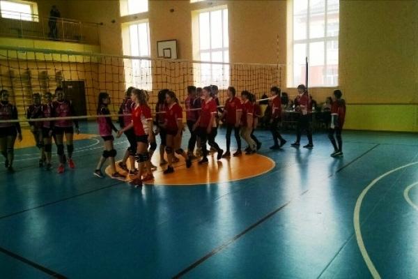 У Корнинському ліцеї відбулися фінальні змагання з волейболу серед дівчат (Фото)