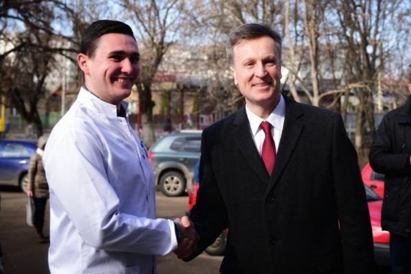В Ужгороді влада намагалася зірвати зустріч кандидата Наливайченка з виборцями (Фото, відео)