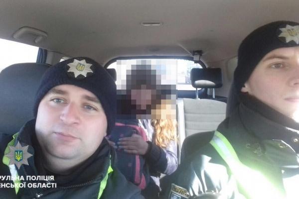 Патрульні поліції Рівненської області підвезли додому школярку, яка не мала грошей на дорогу (Фото)