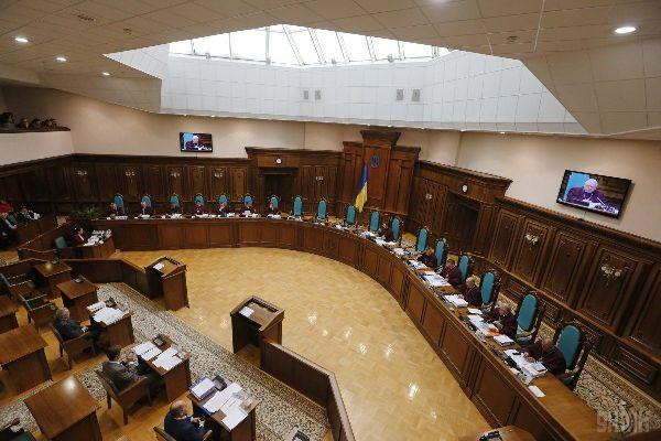 Корупція вже не кримінал? -  вчора КС скасував статтю Кримінального кодексу про незаконне збагачення