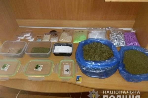 Наркотиків на понад три мільйони гривень вилучили в одесита рівненські поліцейські (Фото, відео)