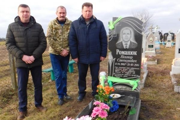 Помер в останній день Майдану чи загинув у перший день війни?