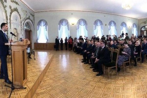 В Острозі прем'єр-міністр відкрив міжнародний форум з питань безпеки