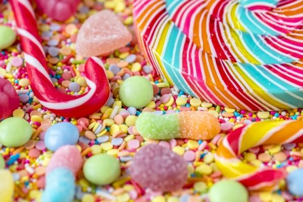 В Інтернеті шириться повідомлення про частування дітей наркотичними солодощами